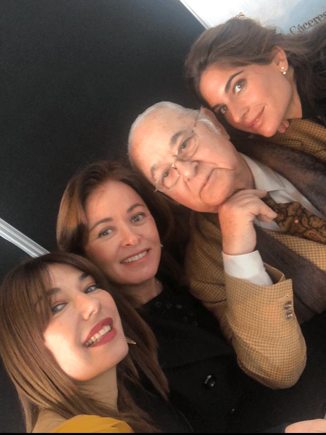 Muy bien acompañada por Lourdes Montes, Rocío Terry y Tony Benitez ¡qué buenos ratos!
