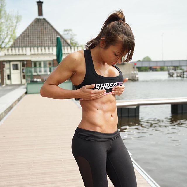 筋肉女322