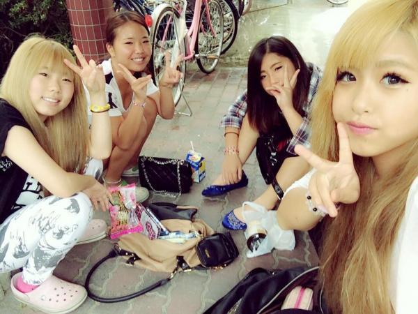 女子中学生12