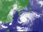 台風6号(気象衛星画像2011年7月19日8時15分、気象庁)