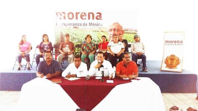 El principal estratega político de MORENA-Durango, Carlos Medina Alemán, con Tomás Sánchez, Gustavo Pedro Cortés y Roberto Rangel, importantes ex petistas integrados ya al proyecto lopezobradorista.