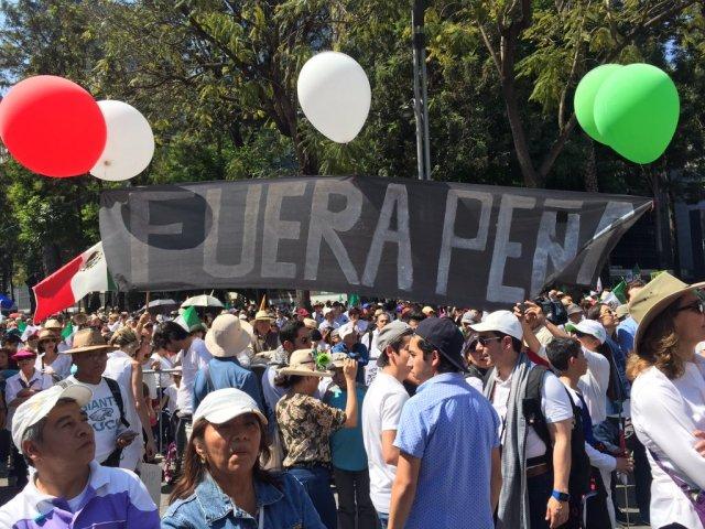 PAG. 2 (3). Miles de ciudadanos acud ieron a la marcha VibraMéxico, pero no para respaldar a Enrique Peña Nieto sino para exigir su renuncia.