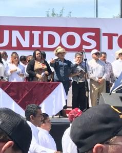 Nancy Vázquez y Alfredo Martínez, fuertemente abucheados en el desafortunado mítin de AMLO en Durango.