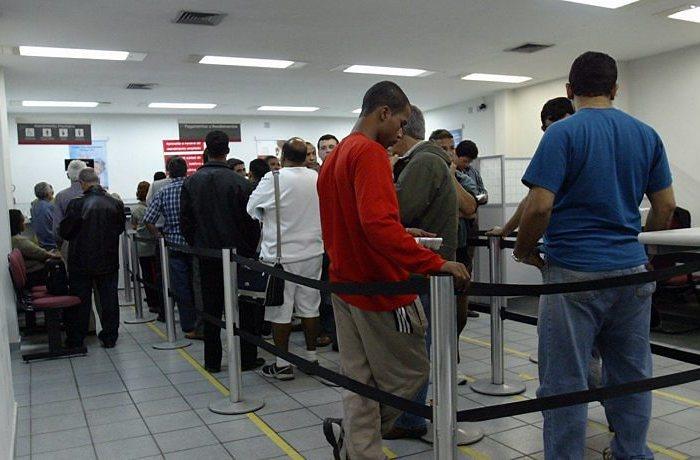 Bancos não podem se recusar a atender consumidores, diz Procon de Schroeder