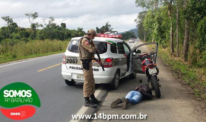PM recupera motocicleta e prende suspeito de furto