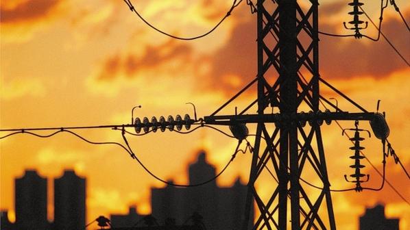Temporal deixa milhares de unidades consumidoras sem energia em SC
