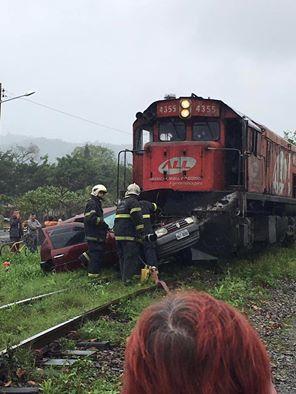 Acidente entre trem e carro impressiona em Jaraguá do Sul