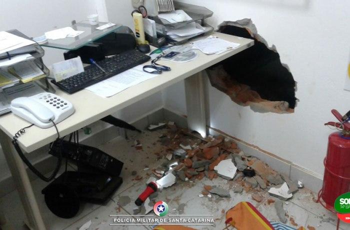 Agência bancária é arrombada em Schroeder