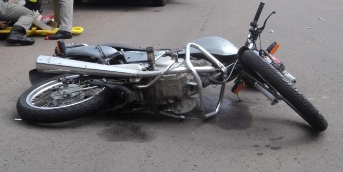 Motociclista fratura perna em acidente nesta madrugada