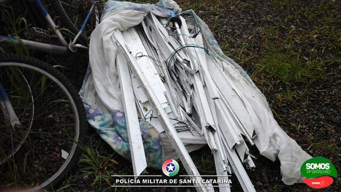 Jovens são presos por furto de portas e janelas em Guaramirim