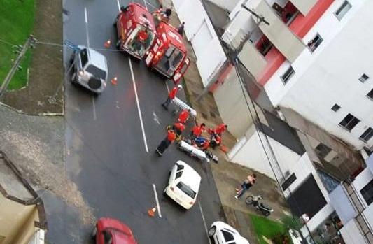Mulher é socorrida após acidente na Vila Nova, em Jaraguá do Sul