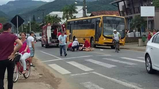 Acidente grave deixa feridos na rua Bertha Weege, em Jaraguá