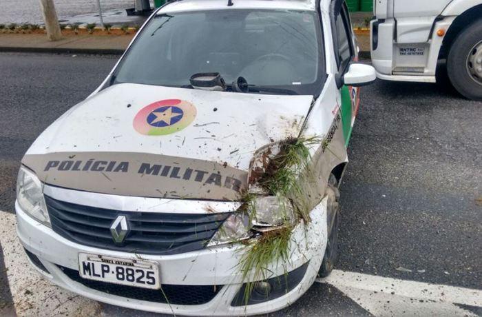 Viatura policial capota em ocorrência de assalto em Massaranduba