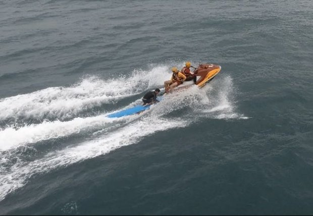 Drone do Corpo de Bombeiros localiza surfista à deriva a mais de 4 quilômetros de praia em Florianópolis