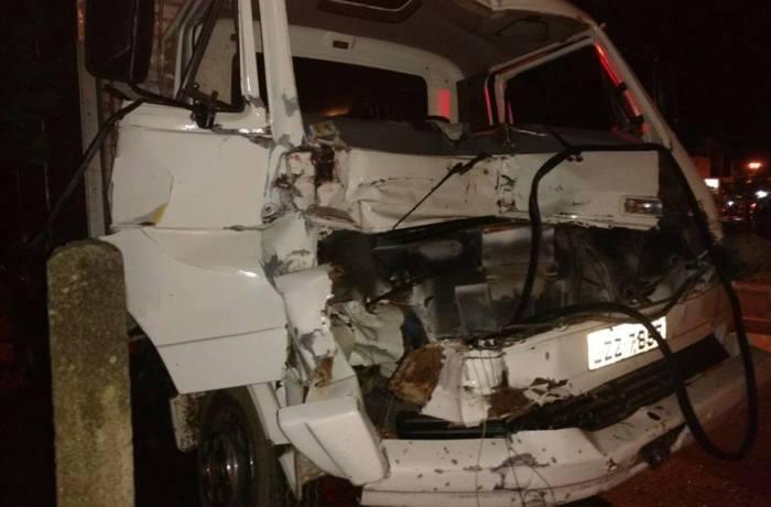 Acidente com caminhão na Barra do Rio Cerro