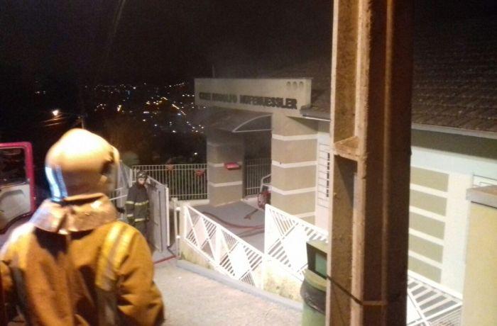 Prefeitura de Jaraguá divulga nota sobre incêndio no CMEI Rodolfo Hufenuessler