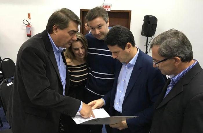 Prefeito reforça pedidos ao Ministro das Cidades