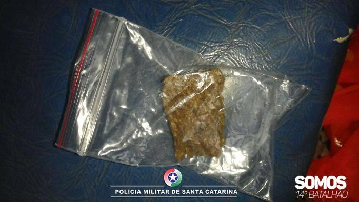 Droga é encontrada em ônibus que transportava detentos do presídio