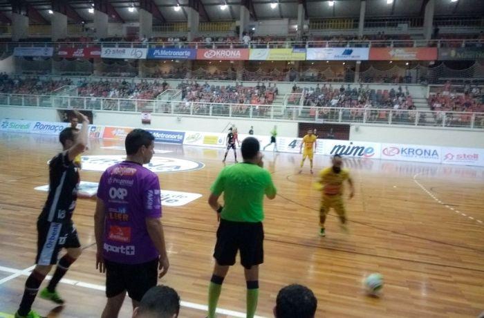 Jaraguá Futsal perde vantagem e joga em casa precisando vencer