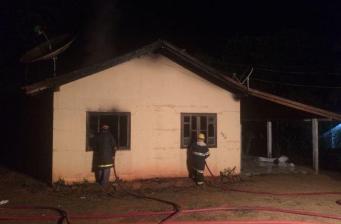 Incêndio em residência mobilizou os bombeiros de Corupá foto: divulgação BVC