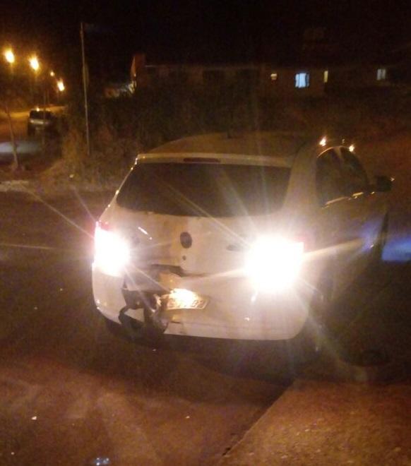 Veículo ficou com estragos na traseira após o acidente l Foto: Redes Sociais/RBN