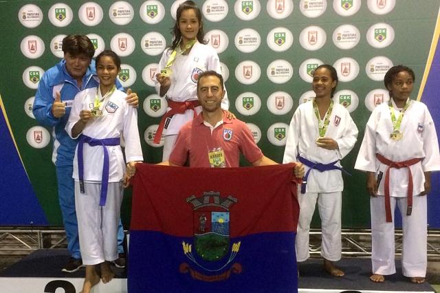 Atletas de karatê, do Projeto Araquari Campeã trazem 11 medalhas do brasileiro