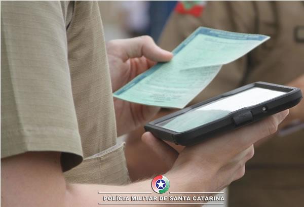 Tecnologia na Polícia Militar de Santa Catarina acaba com multas em papel