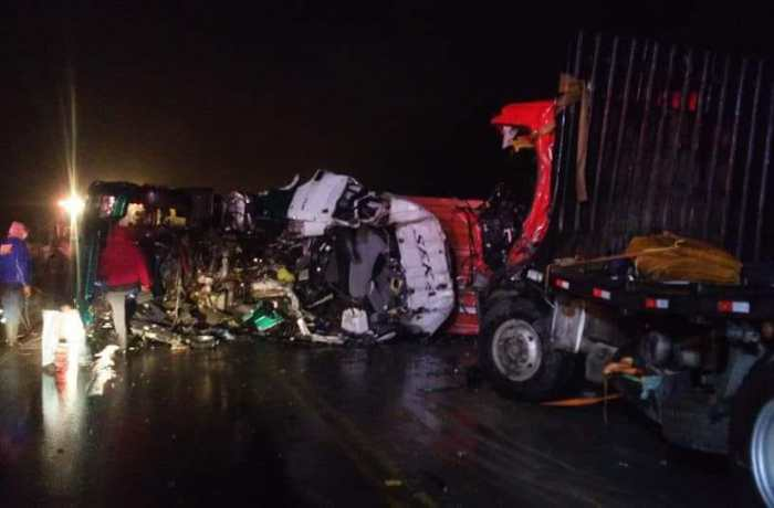Três pessoas morrem em acidente na serra Dona Francisca