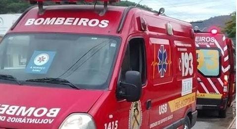 Óleo em rua gera 2 acidentes simultâneos em Jaraguá