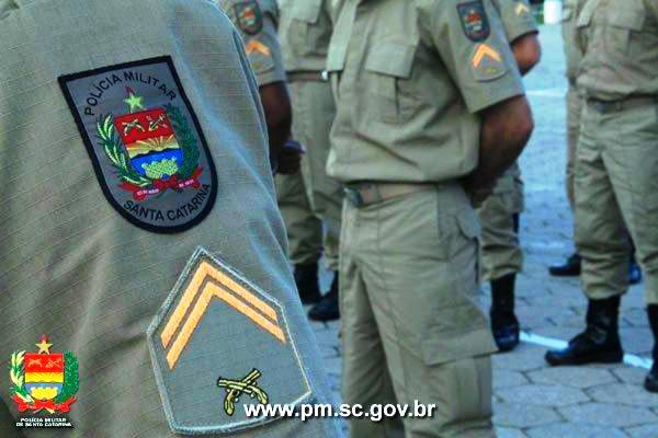 Soldado de SC que tentou descontar cheque apreendido em casa de jogos de azar é expulso da PM