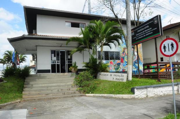 Pai é preso suspeito de agredir bebê de um mês em Joinville