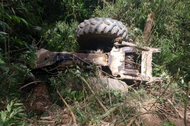 Trator tomba e mata homem em Santa Catarina
