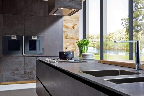 "Black ceramic kitchen from ""150 Best New Kitchens"""