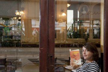 Emma de Caunes reading wild ©f.mantovani