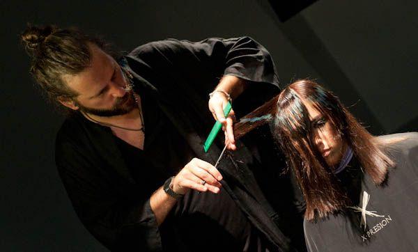 Jorge Cáncer, uno de los miembros de X-presion Creativos, en acción