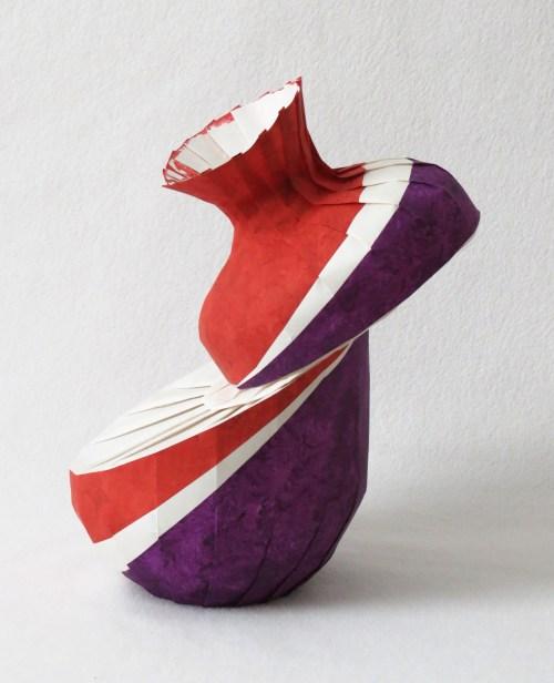 Bent diagonal shift variant vase
