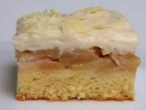 Preokrenuti kolač s jabukama spreman za kušanje