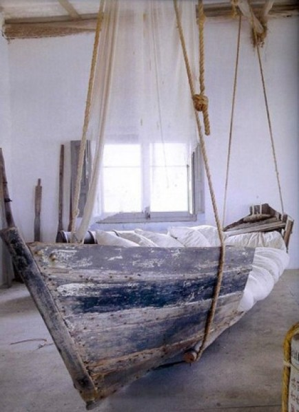 http://i1.wp.com/reclaimedhome.com/wp-content/uploads/2013/04/upcycled-boat-bed.jpg?resize=434%2C599