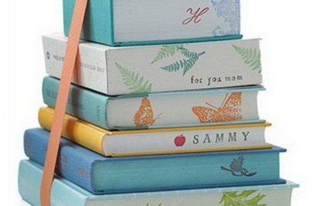 Rubber stamp on the edges of books to decorate them