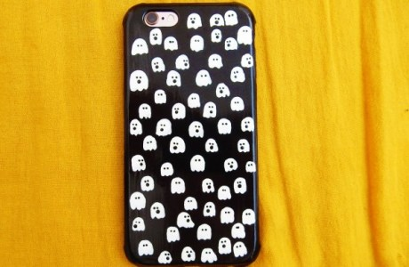 How to paint ghosts on a cell phone case