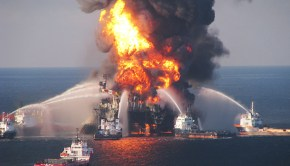 firefighters_oil_rig_explosion