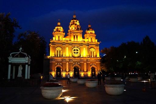 A na koniec udało nam się nawet znaleźć kościół katolicki! To raczej typ zabudowy sakralnej niezbyt popularny w Chinach :)