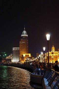 Miasto oświetlone jest imponująco...
