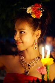Loy Krathong to święto, podczas którego widzieliśmy więcej kobiet ubranych w tradycyjne stroje, niż w ciągu wszystkich naszych pobytów w Tajlandii łącznie.