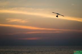 Wśród licznych atrakcji oferowanych na plaży, oprócz motorówek i yogi, najpopularniejsze były loty takim o czymś