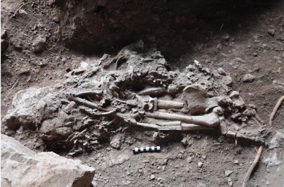 Cuerpo de Bayira, encontrado en la Cueva Mota en Etiopía. Crédito: Universidad de Cambridge.