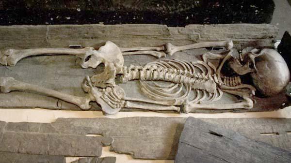 Esqueleto vikingo expuesto en York
