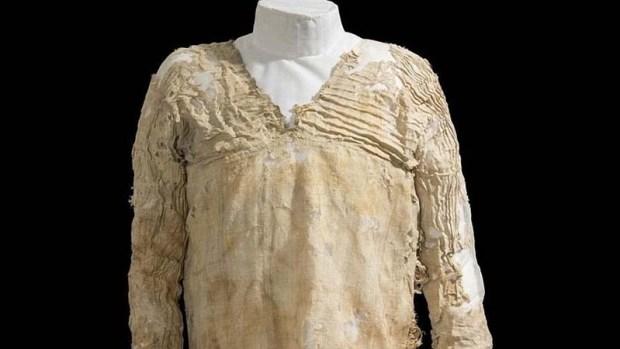 Vestido Tarkhan, la prenda tejida más antigua del mundo. Crédito: Museo Petrie.