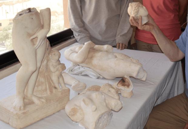 Estatuas de Afrodita encontradas en Petra. Crédito: Tom Parker