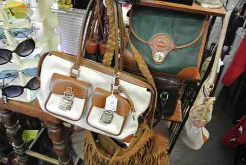 Lots of vintage purses!